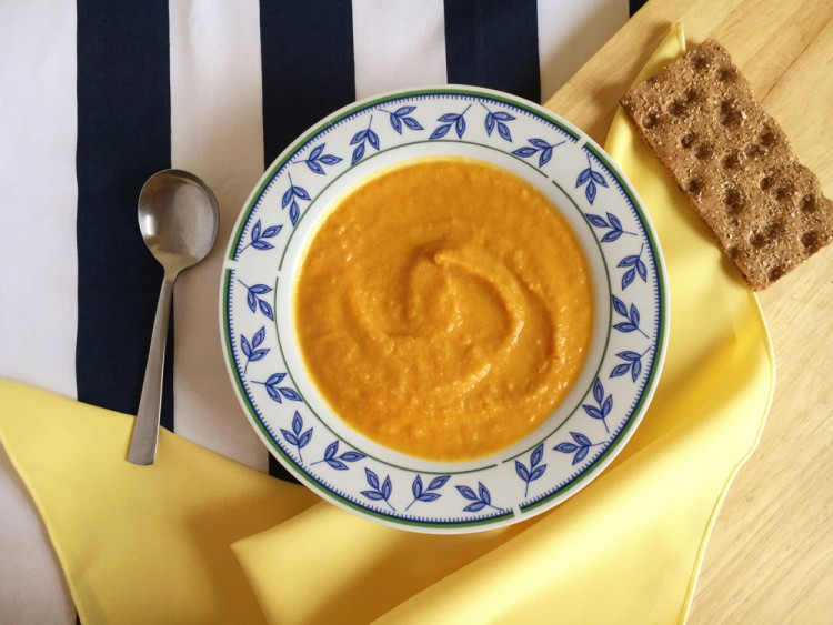 Healthy roasted carrot and cauliflower soup